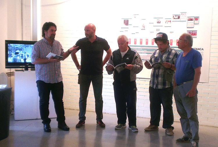 L'autor, el segon per l'esquerra, acompanyat d'alguns dels membres de les diferents associacions de petanca del Prat